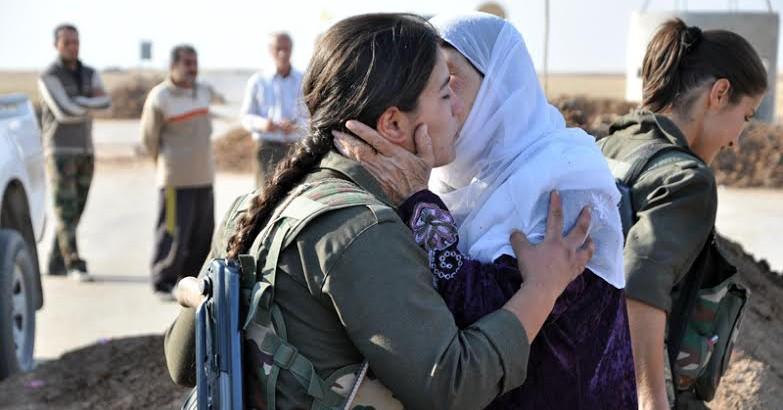 Rojava mujeres abrazo
